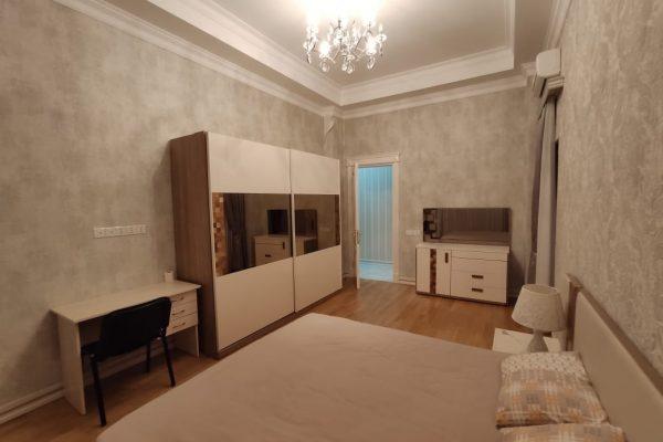 Apartment with 2 bedrooms near the Metro Nizami