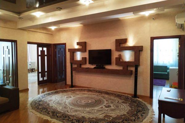 Большая 4 х комнатная центр Баку
