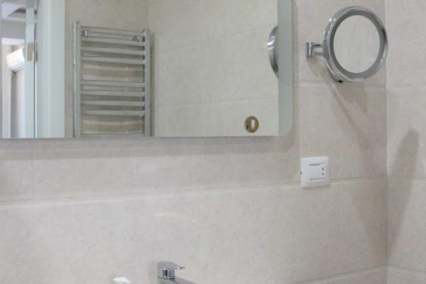4 rooms Hyatt Hotel